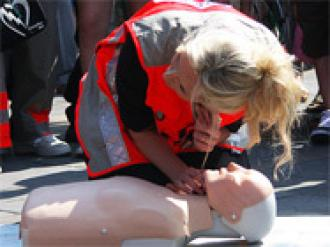 Défibrillateur HS1 Trainer + Mannequin Little Anne Formation RCP/DAE